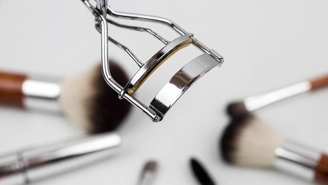Oferta de Empleo: maquilladores con disponibilidad de viajar