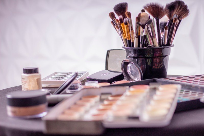 Maquilladores con disponibilidad para viajar sede en Madrid