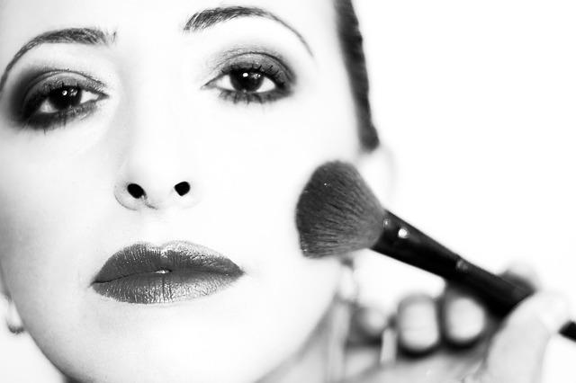 Empleo para maquilladores en Vigo: urgente